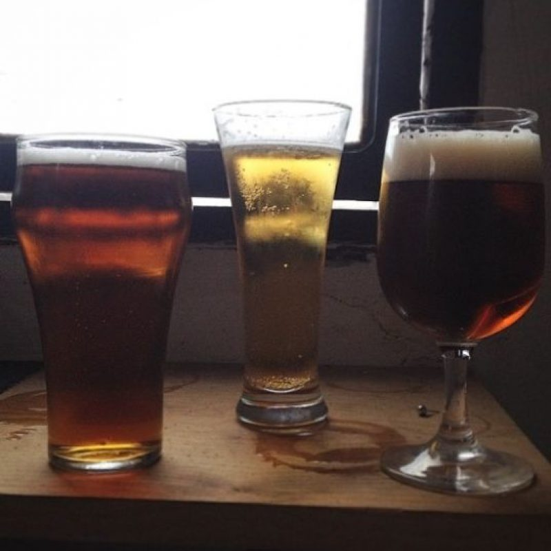 Los científicos midieron la salud cardiovascular de hombres dos horas después de beber 400 ml de cerveza y lo compararon con los bebedores de vodka, encontrando que la cerveza tenía más beneficios. Foto:Tumblr.com/Tagged-cerveza