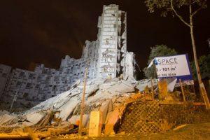 Demolición del edificio Space en Medellín Foto:Efe