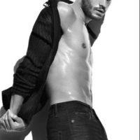 El actor norirlandés comenzó como modelo. Foto:Calvin Klein