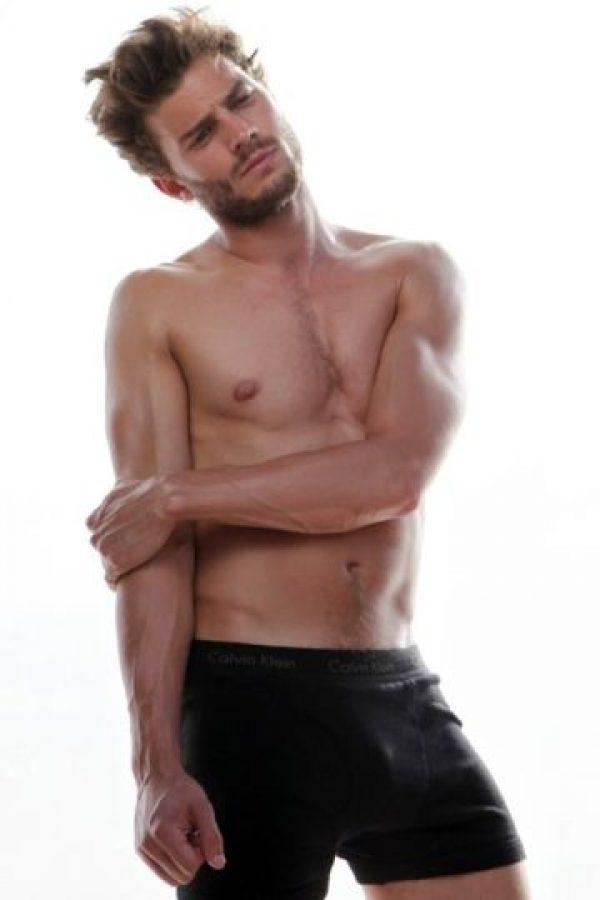 Dornan, al igual que Christian Grey, es misterioso y reservado con su vida privada Foto:Calvin Klein