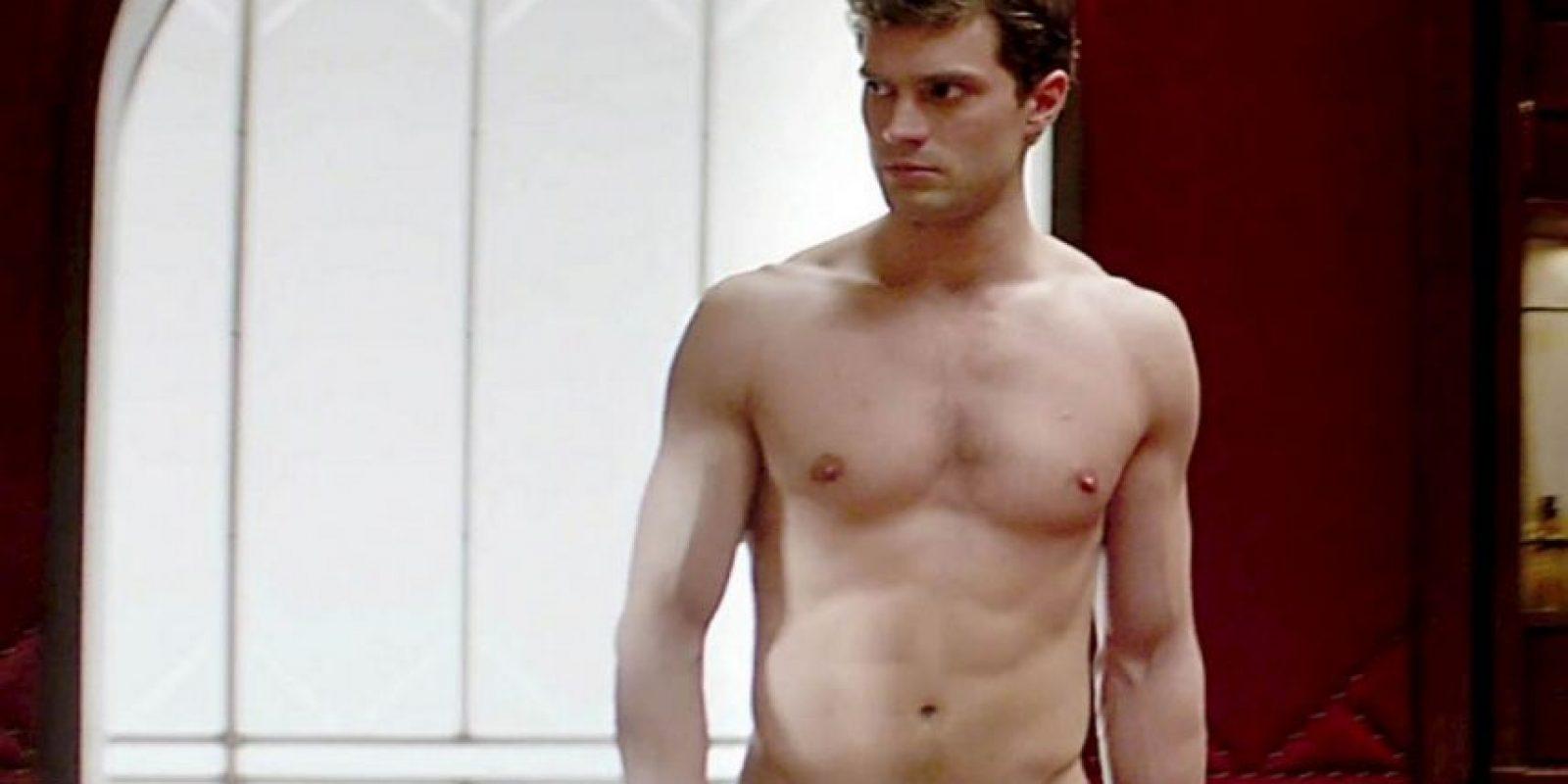 El trasero de Christian Grey también era otra cosa que describía Anastasia en el libro. Y Dornan tampoco desmerece en eso. Foto:Vogue