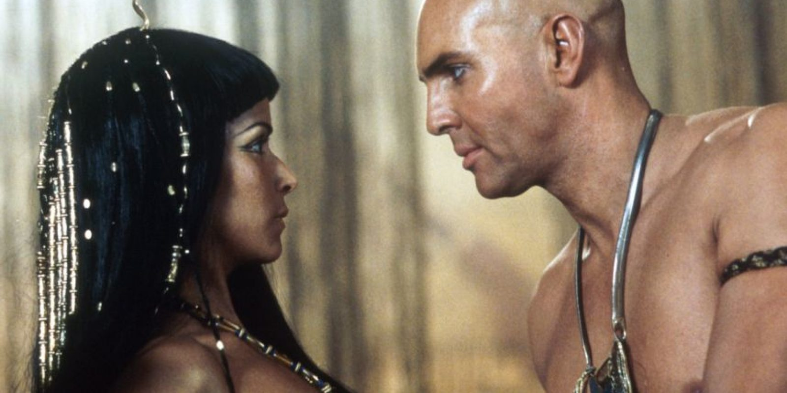 "En 2001, participó en la cinta ""Mummy Returns"" (La Momia Regresa), en el papel de ""Anck-Su-Namun"" Foto:Getty Images"