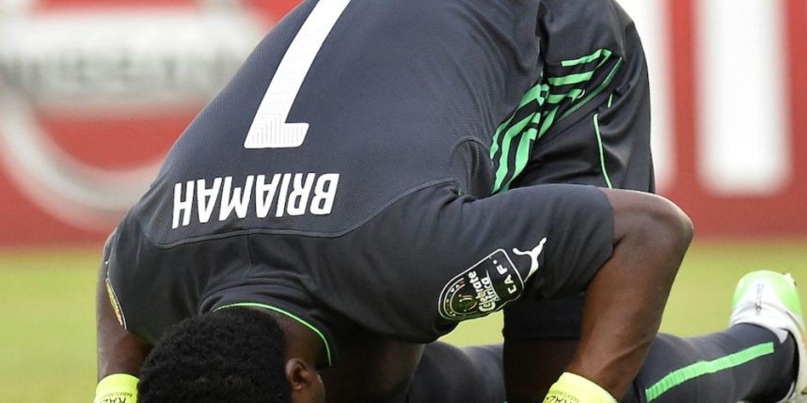 Razak Brimah celebra después de vencer a Guinea en semifinales. Foto:AFP