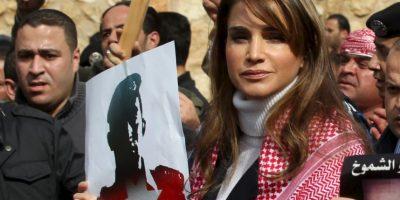 La reina de Jordania participa en una de las actividades de recordación del piloto muerto a manos de ISIS Foto:AFP/ PETRA