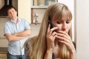"""Por ejemplo: """"si tienes todo el tiempo el celular con clave, me siento inseguro (a) ¿podrías desbloquearlo? Me sentiría más tranquilo (a)"""" Foto:Tumblr.com/tagged-celos"""
