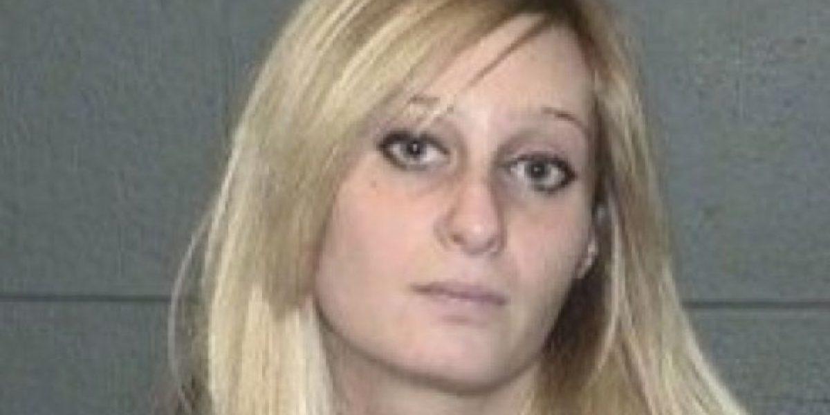 Mujer dejó a su hijo congelándose por ir a comprar en un sex shop