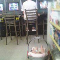 Porque poner a tu hijo en riesgo o darle mal ejemplo no es cool. Foto:SeriouslyForReal