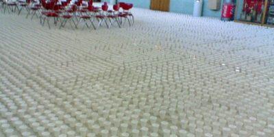 Miles de vasos. Foto:Prankked