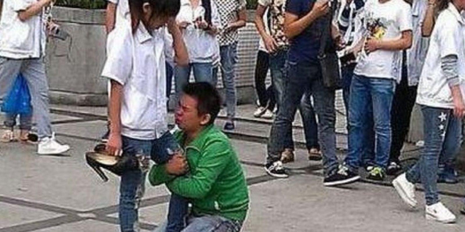 Así rogó este hombre Foto:Weibo