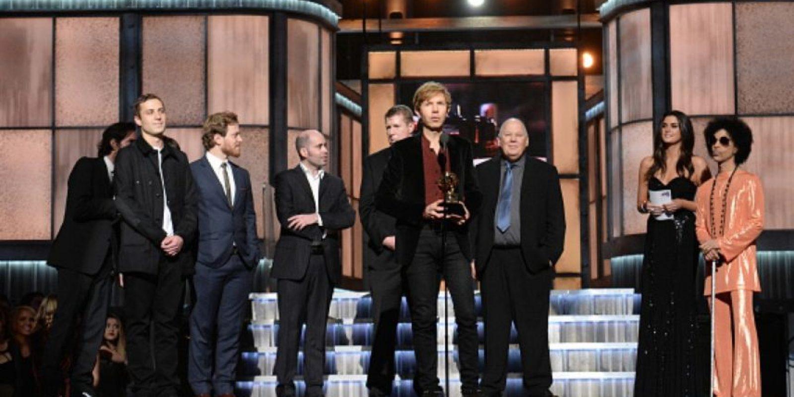 Beck recibió dos Grammy, a Mejor Álbum del Año y a Mejor Álbum Rock. Foto:Getty Images
