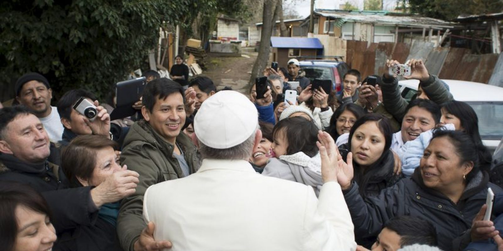 Francisco les dijo que había escuchado hablar de esa comunidad y quería conocerla. Foto:AP