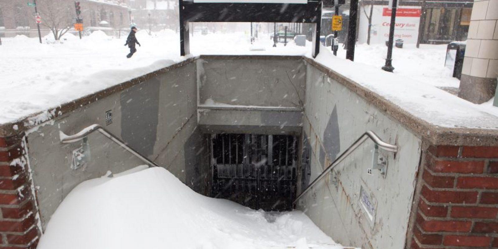 La entrada a una estación del metro de Boston, bloqueada Foto:Getty