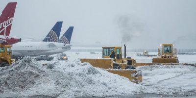 La nieve ha obligado a cancelar casi 30 mil vuelos en lo que va del año. Foto:Getty