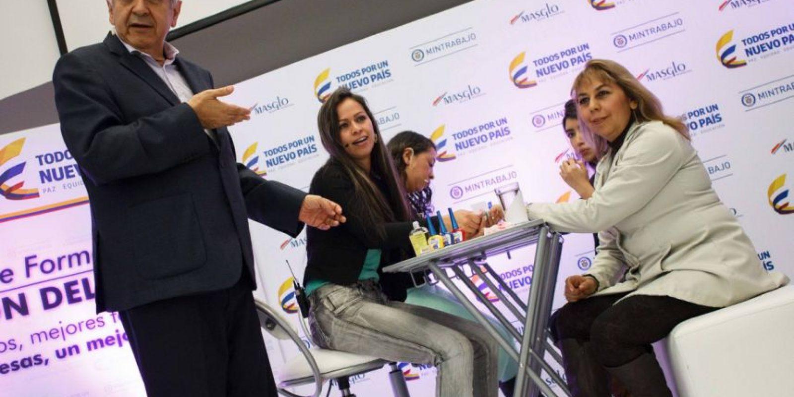 El ministro del Trabajo anunció hoy un acuerdo colaborativo con la empresa Masglo para formalizar a miles de manicuristas en Colombia. Foto:Juan Pablo Pino / Publimetro