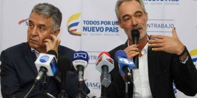En cambio, el presidente de Masglo sí se realizó la manicura. Le maquillaron las uñas con la bandera de Colombia. Foto:Juan Pablo Pino / Publimetro