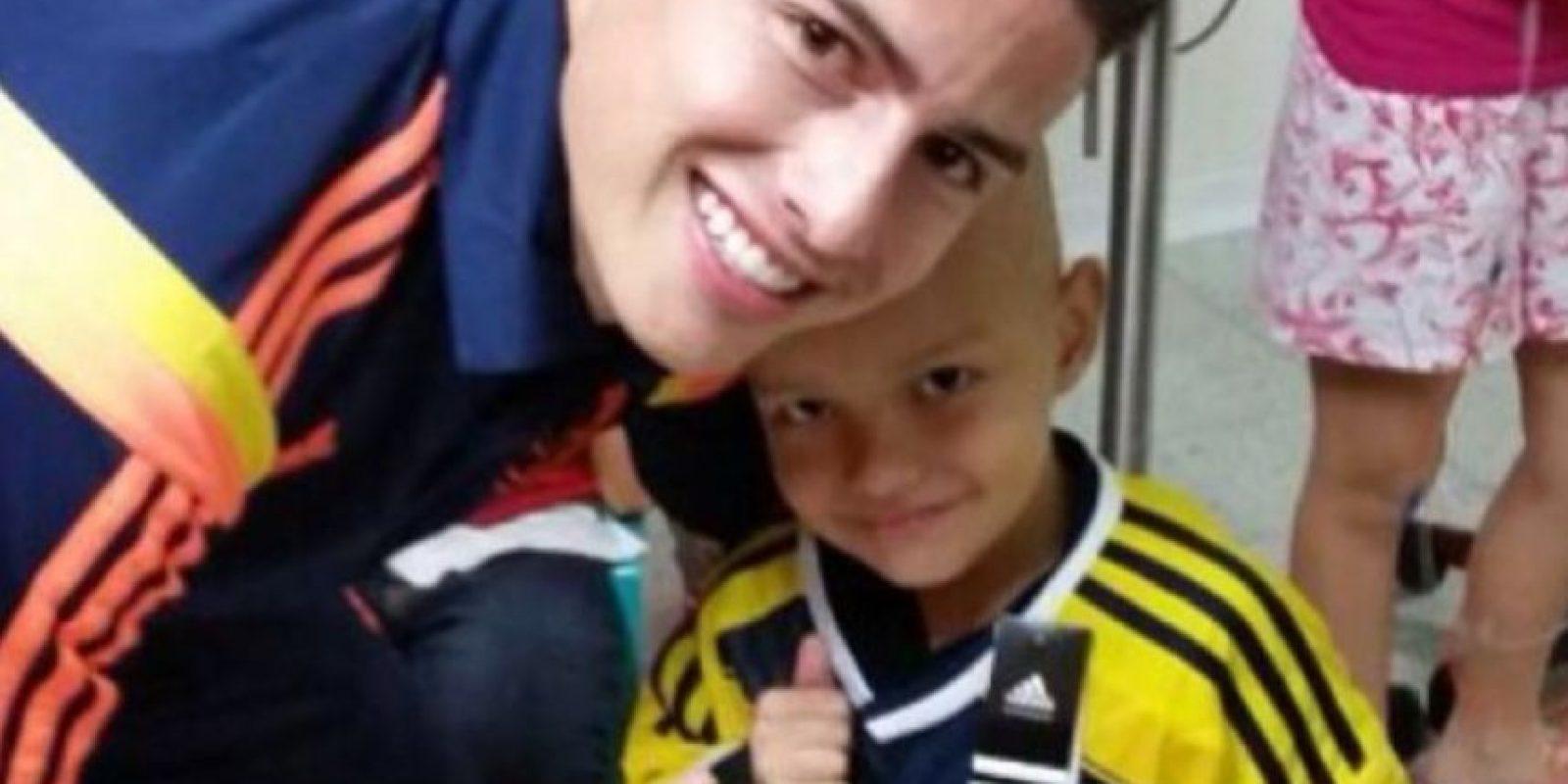 En una ocasión, James le regaló la camiseta de la Selección Colombia a este niño. Foto:instagram.com/jamesrodriguez10
