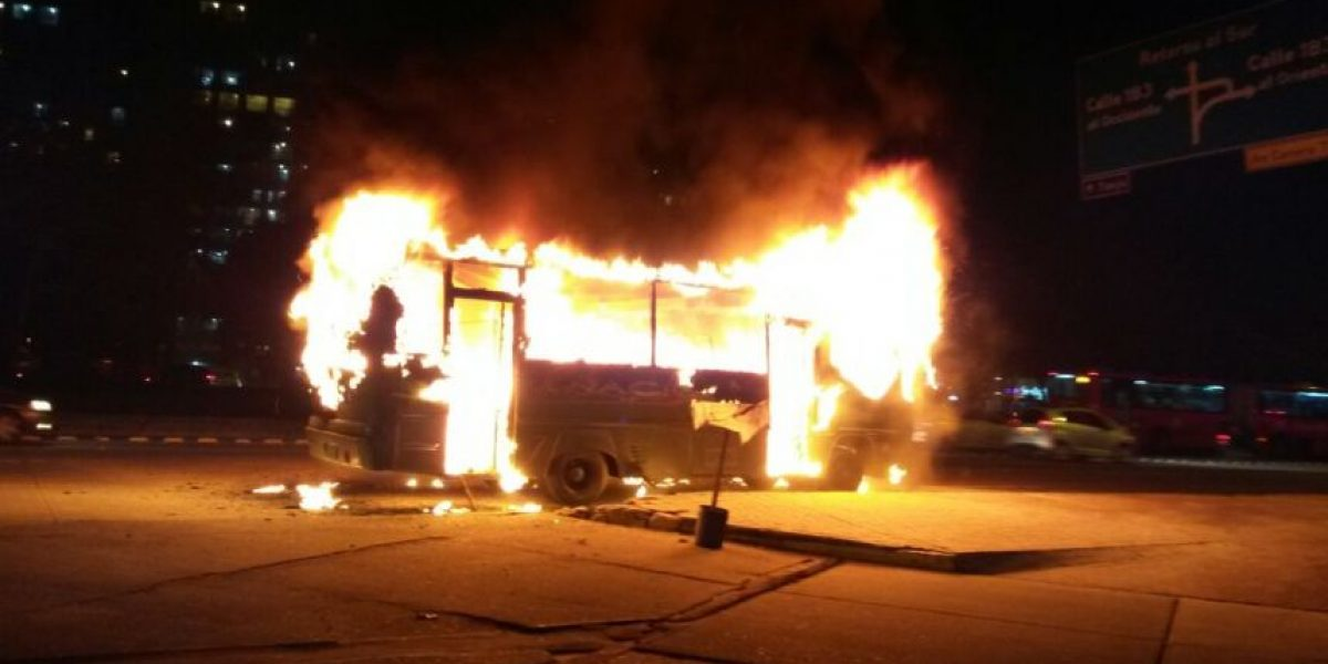 FOTOS: Así fue el incendio en bus en el norte de Bogotá