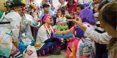 Así festejaron su cumpleaños los doctores Clown con sus amigos Foto:Cortesía Fundación Doctora Clown