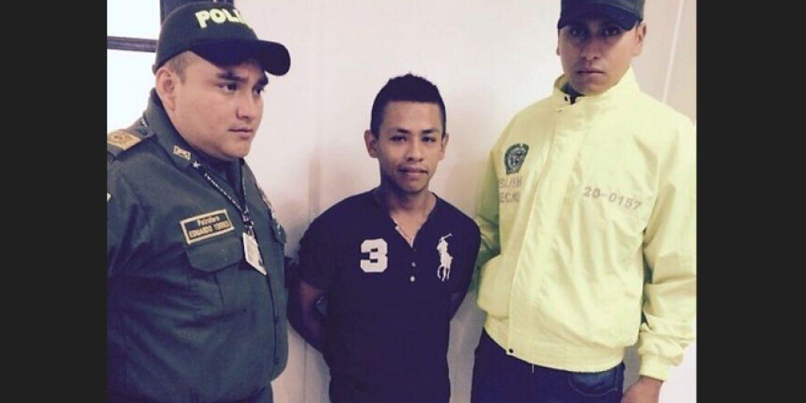 Se entregó el lunes en la mañana luego de que Édison Vega y Cristopher Chávez fueran enviados a prisión. El hombre, asesino de profesión (incluso tiene tatuada la oración del sicario en el brazo) conducía la moto en la que llegó con 'el Desalmado' a la casa de los Vanegas Grimaldo y fue el encargado de controlar a los niños mientras este les disparaba. Foto:Policía