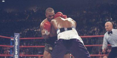 En 1997, Tyson le mordió una oreja a Evander Holyfield. Además, en marzo de 1992 fue condenado a seis años de prisión por la violación de una joven de 18 años llamada Desire Washington. Fue liberado en marzo de 1995, tras cumplir tres años y ocho meses en la cárcel, por buen comportamiento. Foto:Getty Images