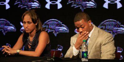 Rice fue grabado golpeando a su esposa en un elevador, lo que le valió ser suspendido una temporada de la NFL. Foto:Getty Images