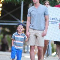 La estrella de White Collar Matt Bomer, y su pareja Simon Halls, tienen tres hijos.