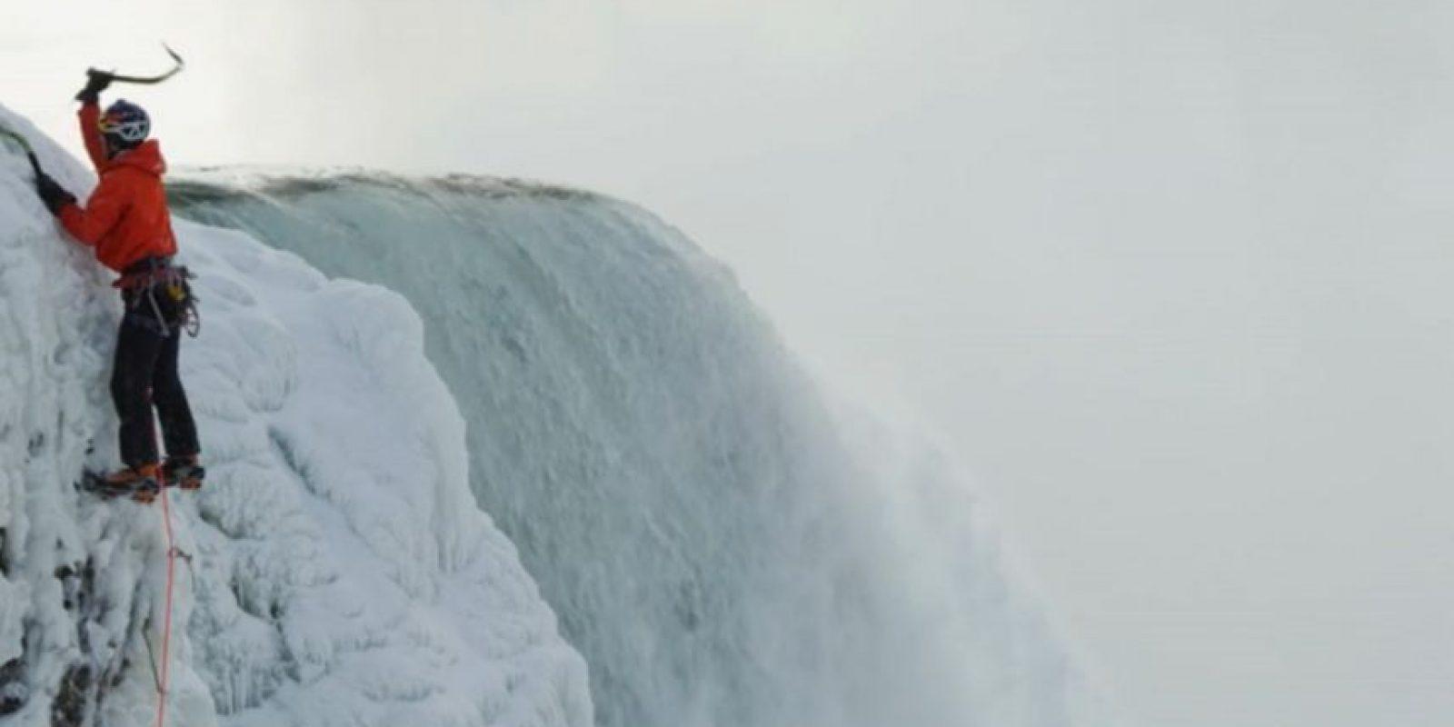 Superó los 42 metros (140 pies) de las cáscadas Foto:Red Bull