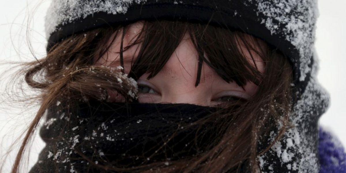 VIDEO: El impresionante rescate de una joven que cayó en aguas heladas