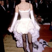 Geena Davis mostrando por qué los años 80 en moda fueron una época en algunos casos… espantosa. Foto:Getty Images