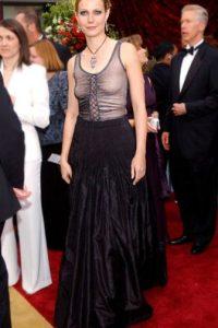 Gwyneth Paltrow usó su vestido de vieja bruja de Halloween y salió con eso. Foto:Getty Images