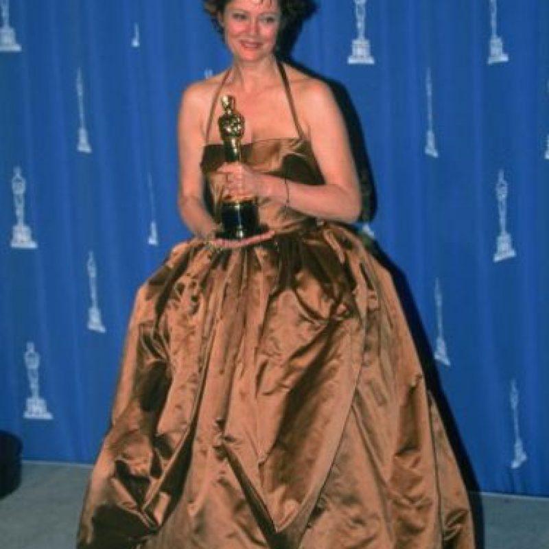 Susan Sarandon, con un vestido donde nada la favorecía y se veía mil veces más vieja. Foto:Getty Images