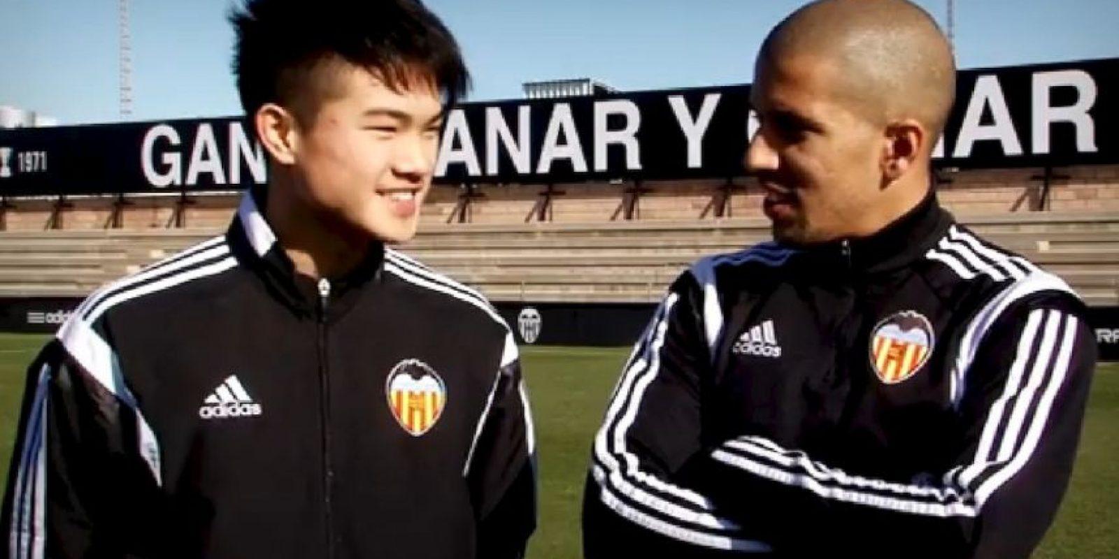 Los futbolista del Valencia aprendieron chino. Foto:Valencia