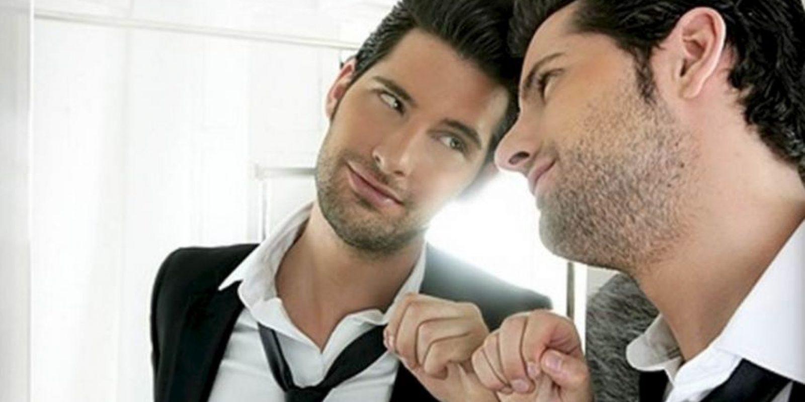 14. Acaricia tu antebrazo mientras te está hablando. Foto:Tumblr.com/Tagged-enamorado