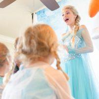 Ella soñaba con ser una actriz y cantante que pudiera trabajar con niños y ahora es la imitadora de Elsa Foto:Instagram/Anna Faith