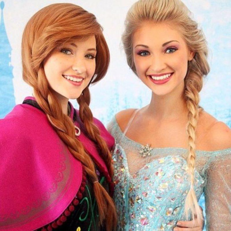 """Faith comparte esta profesión con su hermana Lexie, una joven de 15 años, que después de pintar pecas en su rostro y colocarse una peluca se convierte en la princesa """"Anna"""". Foto:Instagram/Anna Faith"""