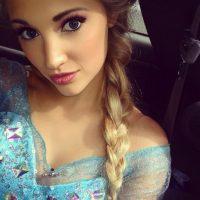 """En la actualidad Faith es una reconocida imitadora de """"Elsa"""" que ha aparecido en presentaciones infantiles, eventos relacionados con el filme, programas de televisión y revistas. Foto:Instagram/Anna Faith"""