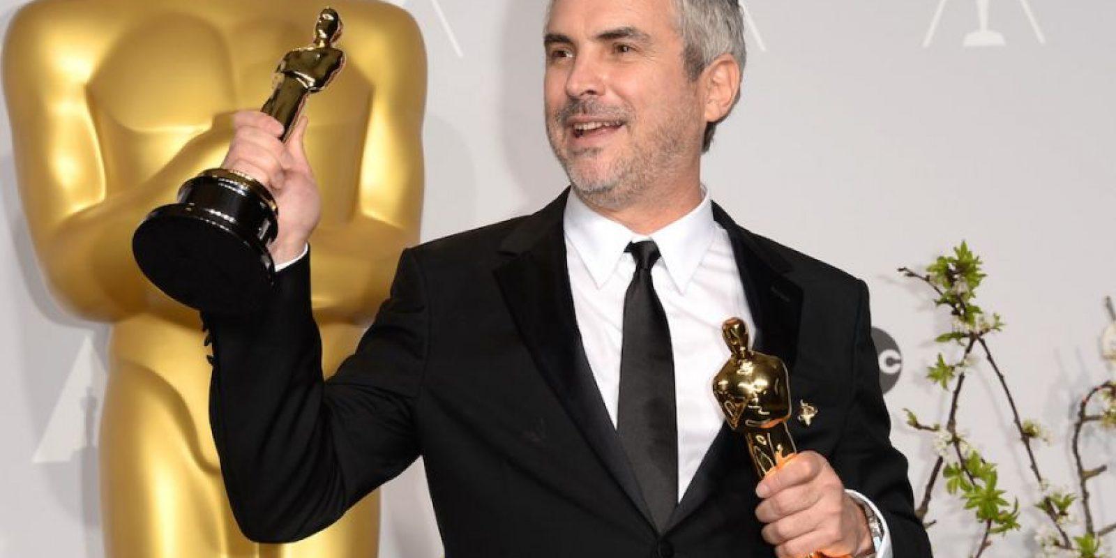 """Cuarón con sus Oscar por """"Mejor director"""" y """"Mejor montaje"""". Foto:Getty Images"""
