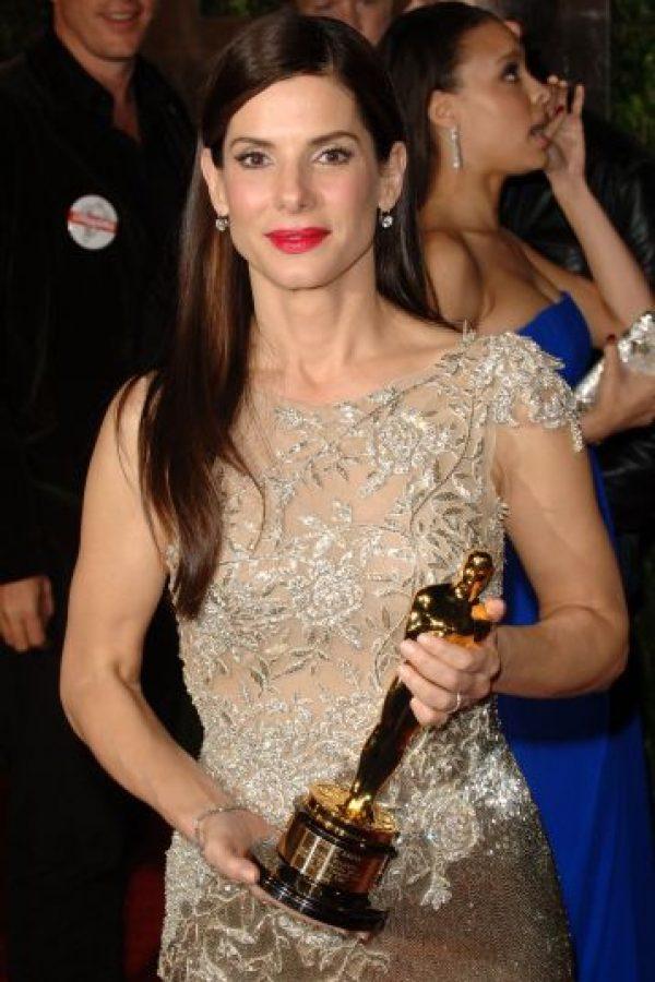 5. Sandra Bullock fue la primera en ganar el premio a la mejor y a la peor actriz en la misma semana. No solo recibió el Óscar a Mejor actriz en 2010 por The Blind Side, sino que al mismo tiempo fue galardonada con el Golden Raspberry (una parodia de esta ceremonia) como la Peor actriz por All About Steve. Lo mejor fue que Bullock asistió a los dos eventos