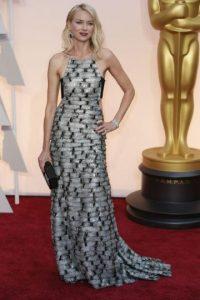 Aunque la textura es rara, este vestido de Naomi Watts no pasa inadvertido. Foto:Getty Images