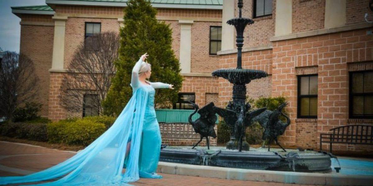 """FOTOS: Policías arrestan a """"Elsa"""" de la película """"Frozen"""""""