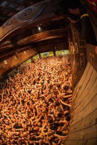 1. Miles de personas se congregan cada año en el templo para la celebración. Foto:Getty