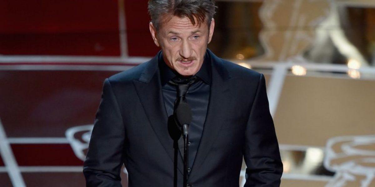 Sean Penn causa molestia en Twitter por polémico chiste en los Óscar