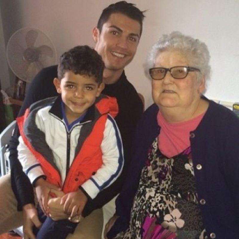 Cuando visitaron a la abuela de Cristiano. Foto:instagram.com/cristiano