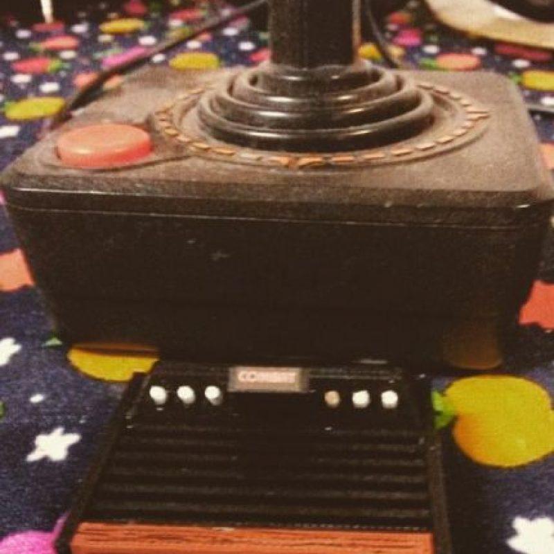 El orgullo por tener el joystick. Foto:instagram.com/themechanicalboy