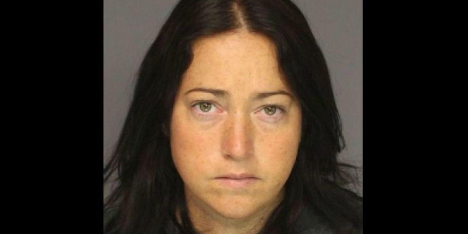 Nicole DuFault, de 35 años. Acusada de tener sexo con 6 alumnos. Foto:Essex County Sheriff's Office