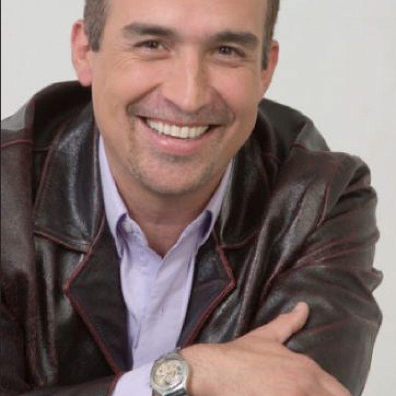 Luis Eduardo Motoa lleva varios años tratando de desprenderse de su papel de Carlos Alberto de Padres e hijos, pero no ha sido una tarea fácil. El actor interpretó ese personaje por más de 10 años.