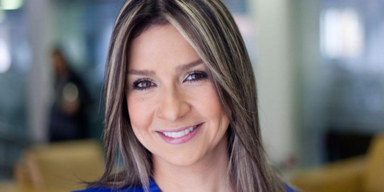 La periodista Vicky Dávila se vinculó a RCN en 1998 y todavía presenta noticias de ese canal.