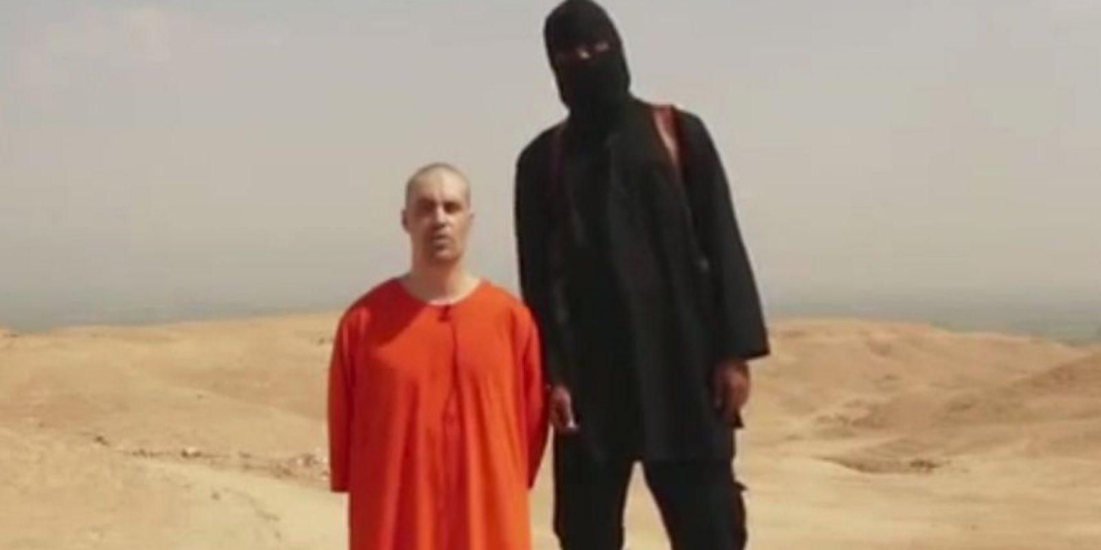 Durante la decapitación del periodista estadounidense James Foley Foto:AP