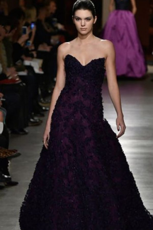 Kendall también se ha diferenciado de sus hermanas por su estilo sobrio y más acorde a los estándares de ícono de moda. Foto:Getty Images