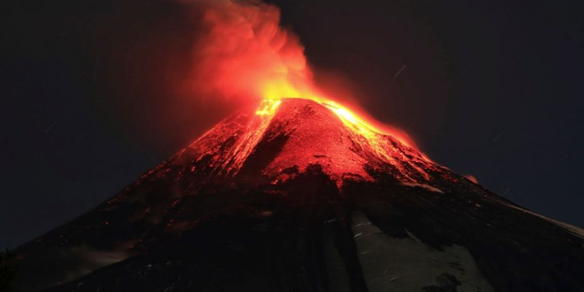 Las otras siete veces que el volcán Villarrica puso en alerta a Chile